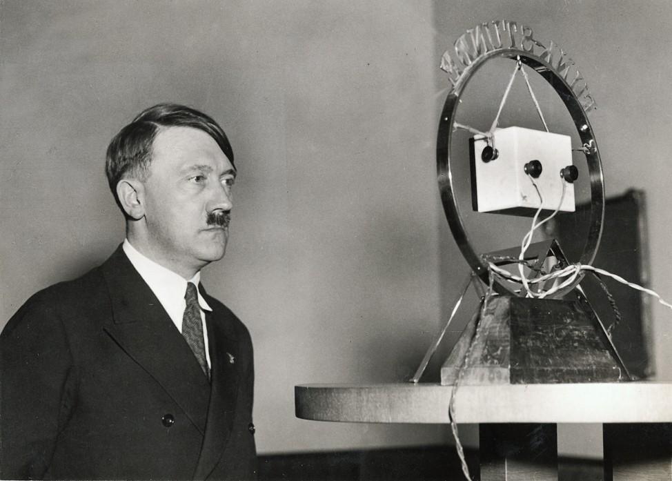Hitlers erste Rundfunkansprache, 1933 SZ Photo