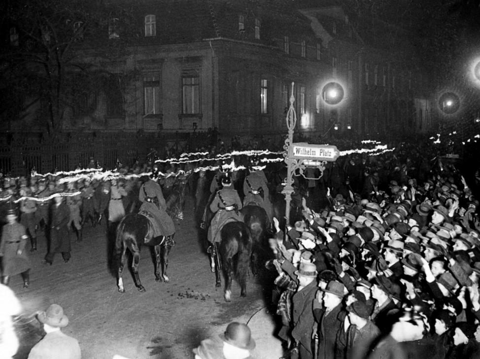 Fackelzug in Berlin 30.01.1933 Machtergreifung Hitler SZ Photo