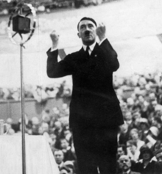 Adolf Hitler bei einer Rede, 1930 SZ Photo