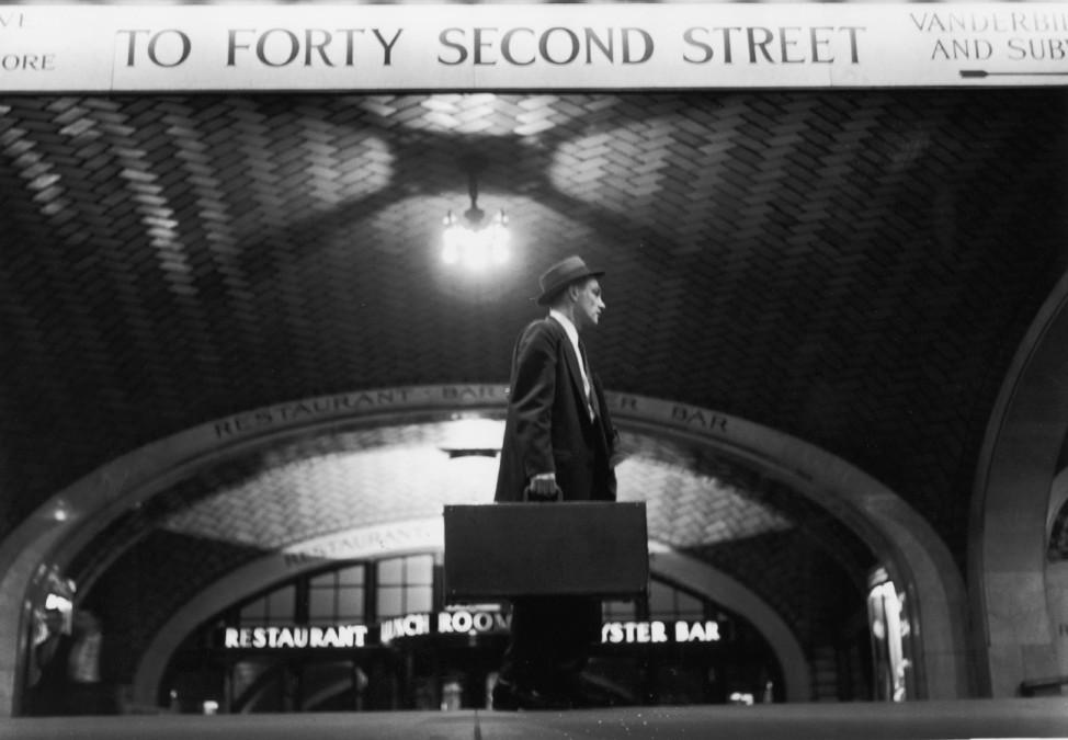 Mann mit Koffer Grand Central Station New York