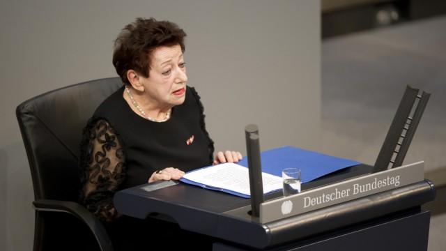 Inge Deutschkron während ihrer Rede im Bundestag