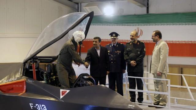 Ahmadinejad unveils new Iranian jetfighter