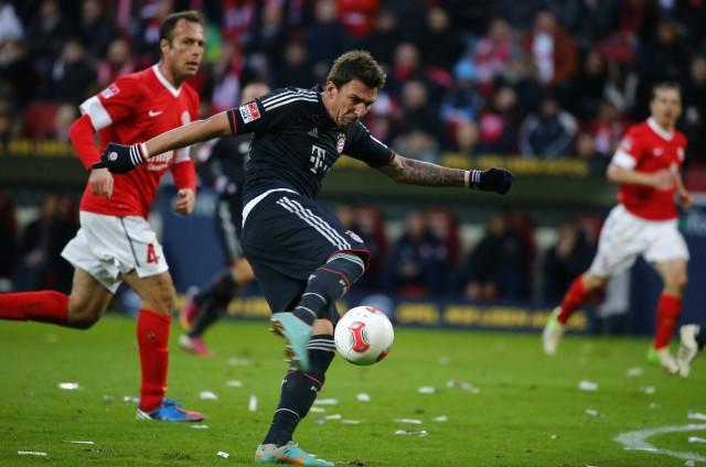 Bayern Munich's Mandzukic attempts to score his third goal against FSV Mainz 05 during their German first division Bundesliga soccer match in Mainz