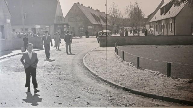Wolfratshausen: Wer genau hinschaut, erkennt die Situation wieder: Links liegt der heutige Kolpingplatz, zu Zeiten des DP-Lagers der Independence Place.