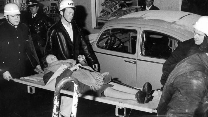 Verwundetenbergung nach dem Anschlag auf ein jüdisches Altenheim in München, 1970