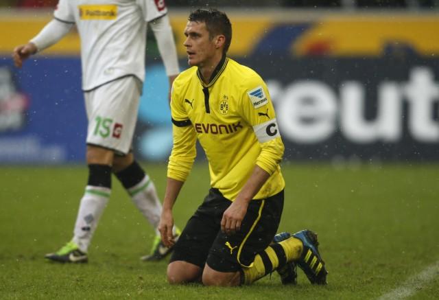 Borussia Dortmund's Kehl reacts during the German first division Bundesliga soccer match against Borussia Moenchengladbach in Moenchengladbach