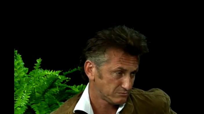 """Sean Penn in """"Between Two Ferns"""""""