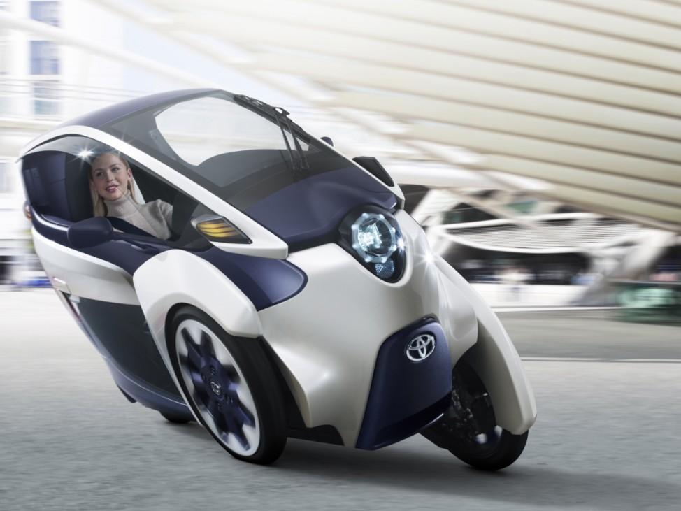Toyota i-Road, Toyota, Kabinenroller