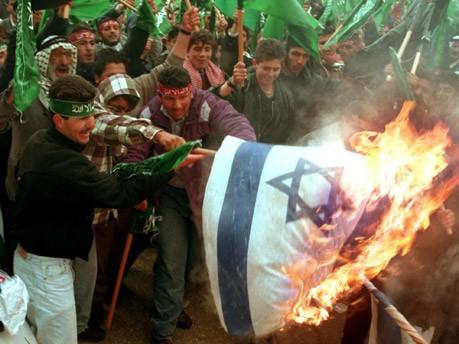 Anhängerd der Hamas verbrennen Israelische Flagge, Reuters