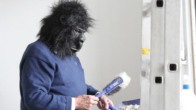 Müllerstraße 6: Dieter Hildebrandt - bei der Arbeit als Gorilla.