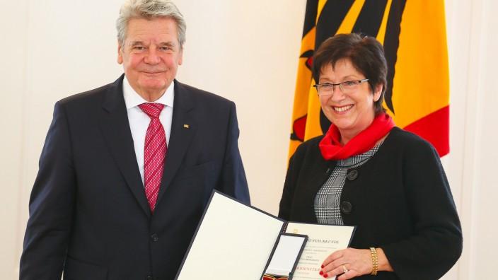 Bundesverdienstkreuz für 33 Frauen