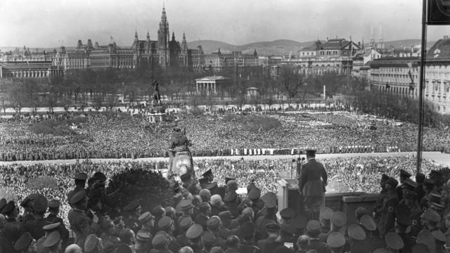 Anschluss von Österreich 1938 - Hitler spricht von Hofburg aus