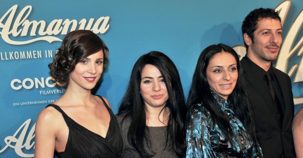 Aylin Tezel, Nesrin Samdereli, Yasemin Samdereli und Fahri Ogün Yardim bei der Premiere von Almanya