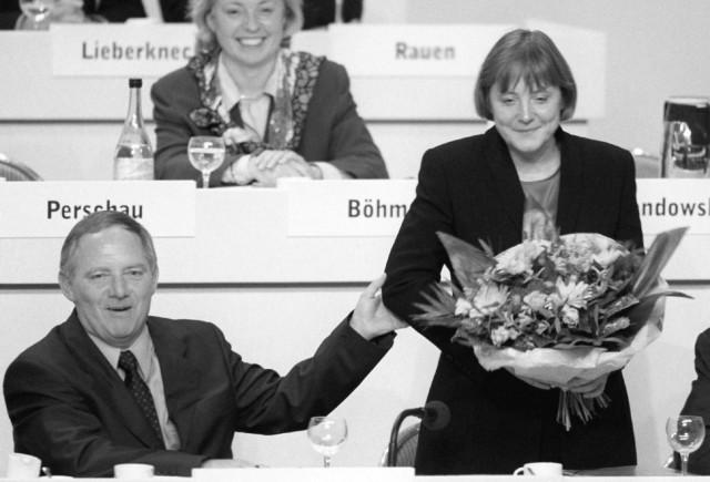 Schäuble mit der neu gewählten Generalsekretärin Angela Merkel, 1998