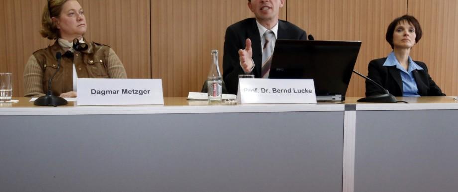 Dagmar Metzger, Bernd Lucke und Frauke Petry auf der Pressekonferenz in Berlin.