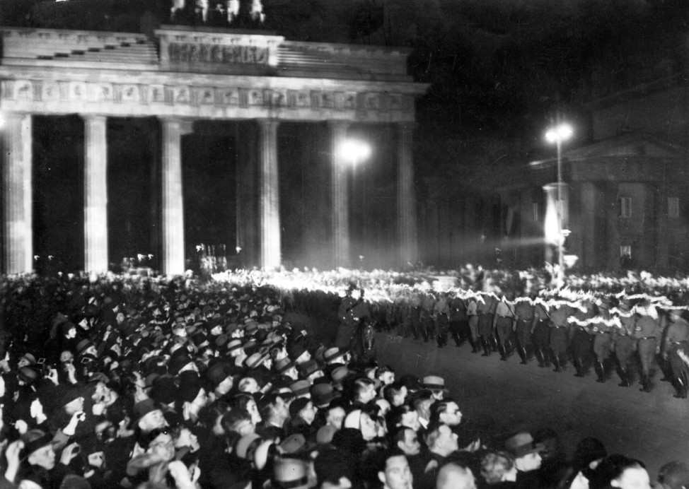 Fackelzug durch das Brandenburger Tor, 1933 | Torchlight procession through the Brandenburg Gate, 1933