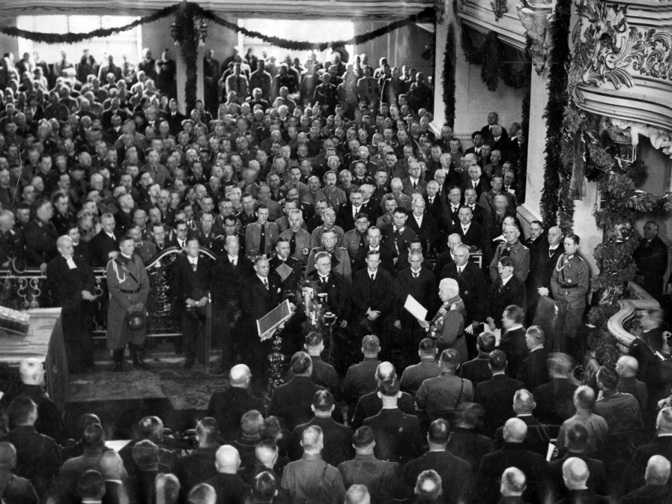 Hindenburg bei seiner Rede in der Garnisonskirche am Tag von Potsdam, 1933 | Hindeburg during his speech on the 'Day of Potsdam', 1933