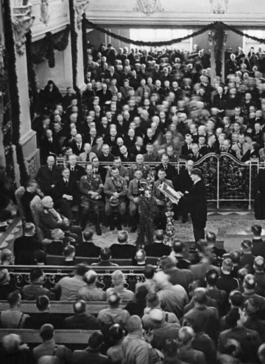 Hitler bei seiner Rede am 'Tag von Potsdam', 1933 | Hitler during his speech on the 'Day of Potsdam', 1933