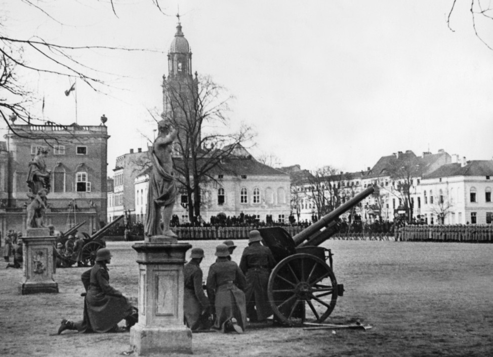 Ehrensalve am Tag von Potsdam, 1933 | Salute shots on the Day of Potsdam, 1933