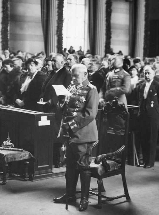 Paul von Hindenburg in der Nikolaikirche am Tag von Potsdam, 1933 | Paul von Hindenburg at St. Nicholas' Church on the Day of Potsdam, 1933