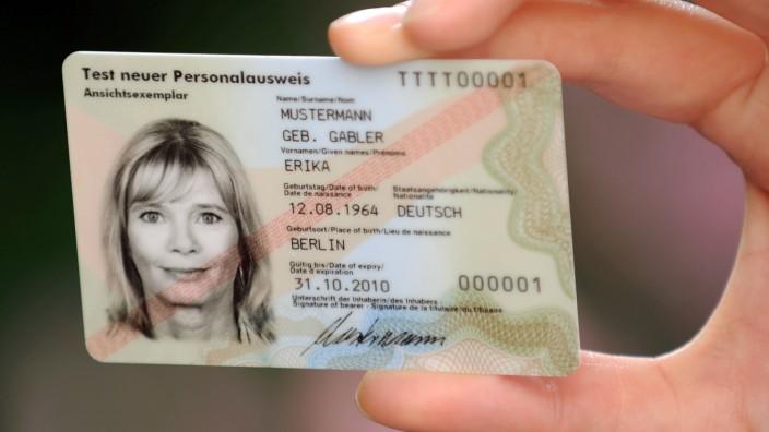 Doktortitel darf weiter in Pass und Personalausweis geführt werden