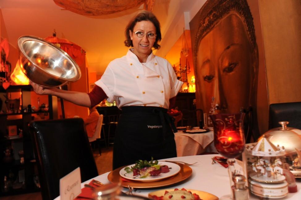 "Ines Stegmayr im Restaurant ""Vegelangelo"", 2010"