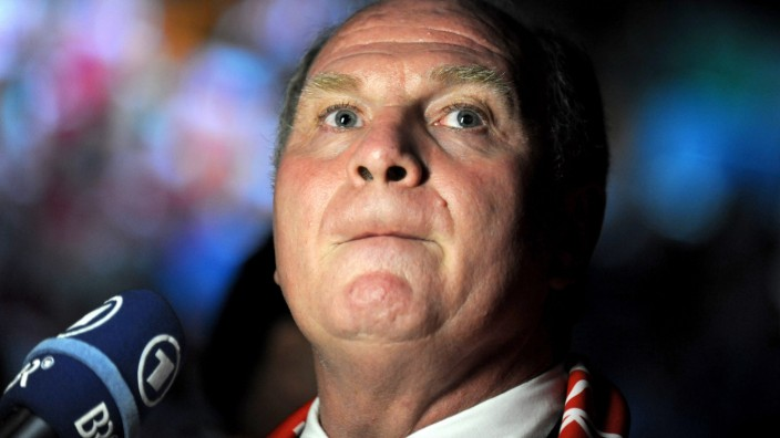 Bayern-Präsident Uli Hoeneß will der Bundesliga helfen