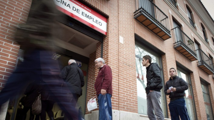 Slight decline in number of job seekers in Spain
