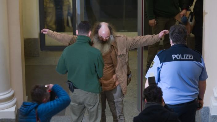 Pfarrer Lothar König vor Gericht