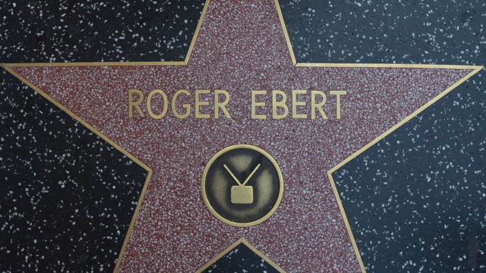 Pulitzer-winning US film critic Ebert dies at 70