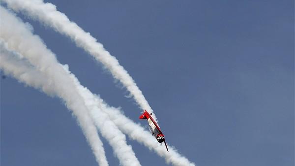Pilotentreffen Oshkosh 2009: Abgehoben: Hoch oben am Himmel faszinieren die verwegenen Manöver der Piloten.