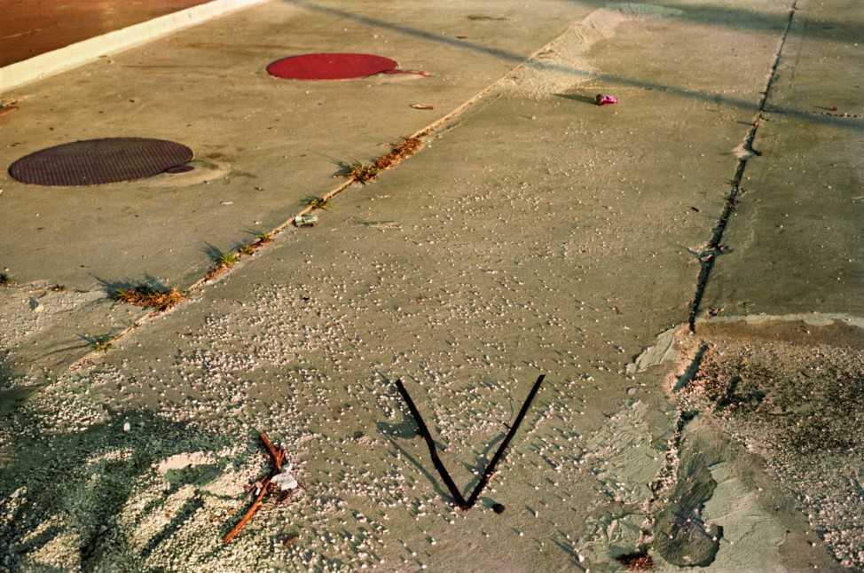 Los Alamos Gegenstand in V-Form William Eggleston