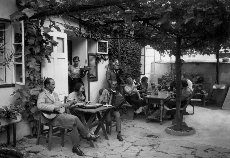 Heurigenlokal in Wien, 1936
