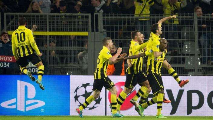 Borussia Dortmund - FC Malaga Fußball Champions League Mario Götze, Lukasz Piszczek, Julian Schieber, Neven Subotic, Robert Lewandowski and Felipe Santana