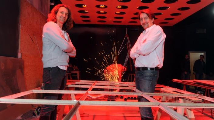 Münchner Nachtleben: Jakob (links) und Florian Faltenbacher in der fast fertigen neuen Milchbar.