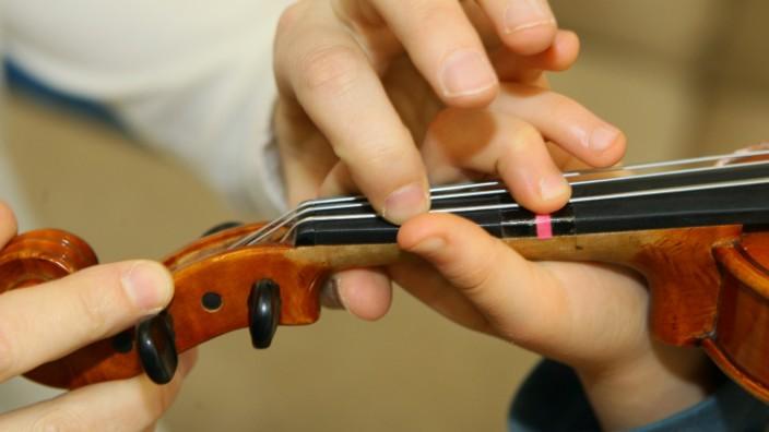 Kind mit Cello, 2009