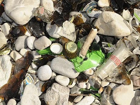 Grillen an der Isar - Müll am Flaucher
