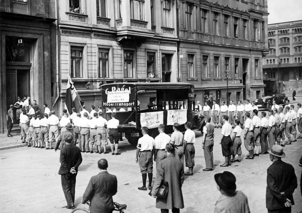 """Studentische Aktion gegen """"undeutsches"""" Schrifttum in Berlin, 1933"""