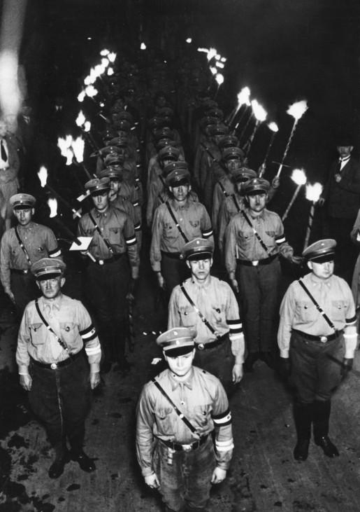 Fackelzug am Tag der Bücherverbrennung 'undeutschen Schrifttums', 1933 | Torchlight procession on the day of Nazi book burning of 'un-German literature', 1933