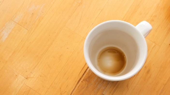 Schmutzige Kaffeetasse, Büro