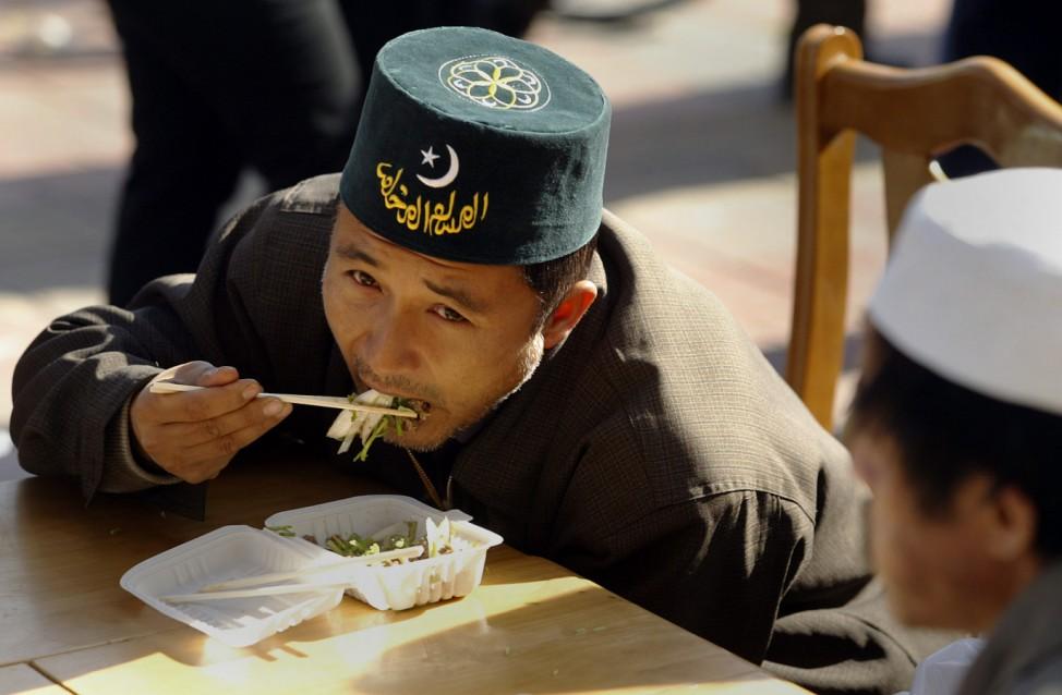 Chinesischer Mann Essen China