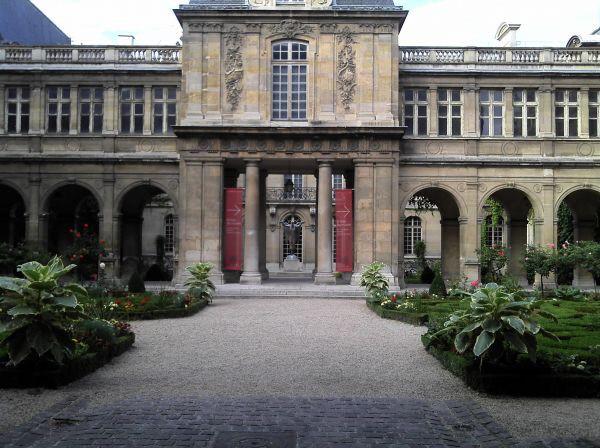 Spotted by Locals Paris Rue des Francs Bourgeois Städtereise Städtetipps von Insidern Tourismus