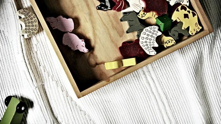 Spielsachen: Spielzeug-Tiere vor dem Aufräumen