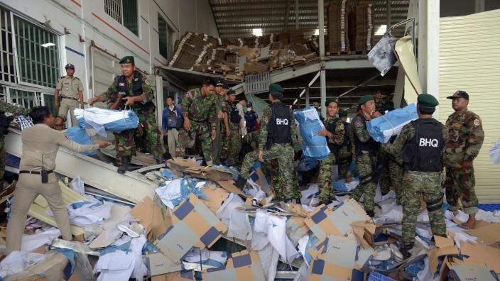 Kambodscha: Schuhfabrik eingestürzt