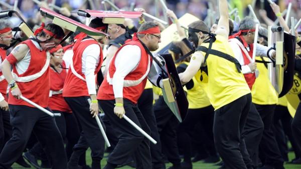 Die Uefa beschwört vor dem Finale zwischen Borussia Dortmund und Bayern München in Wembley bei der Choreografie Bilder des Krieges und der Deutschen