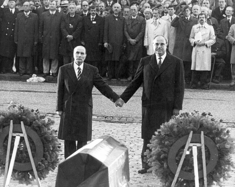 Francois Mitterrand und Helmut Kohl in Verdun, 1984