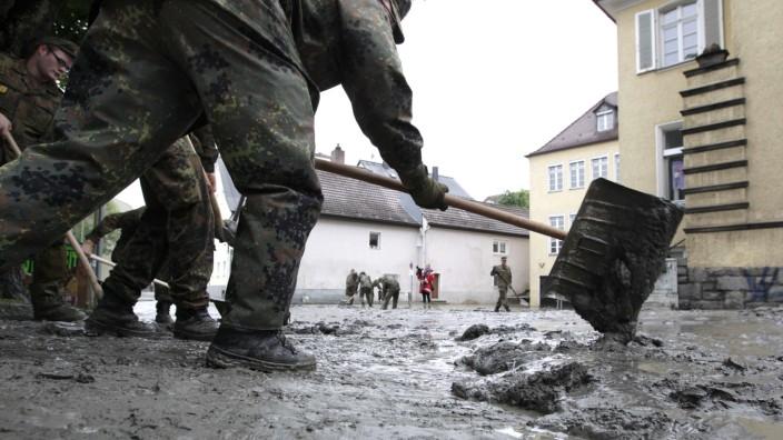 Bundeswehrsoldaten Passau Aufräumen Hochwasser