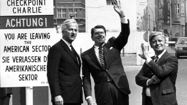 Ronald Reagan, Helmut Schmidt und Richard von Weizsäcker in Berlin, 1982