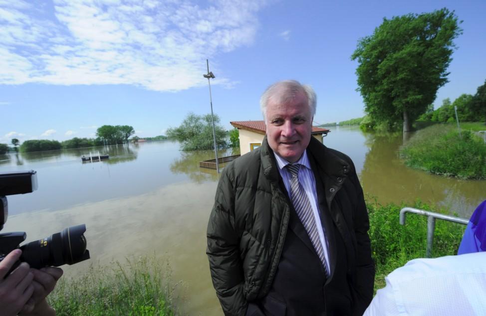 Hochwasser in Bayern - Seehofer vor Ort