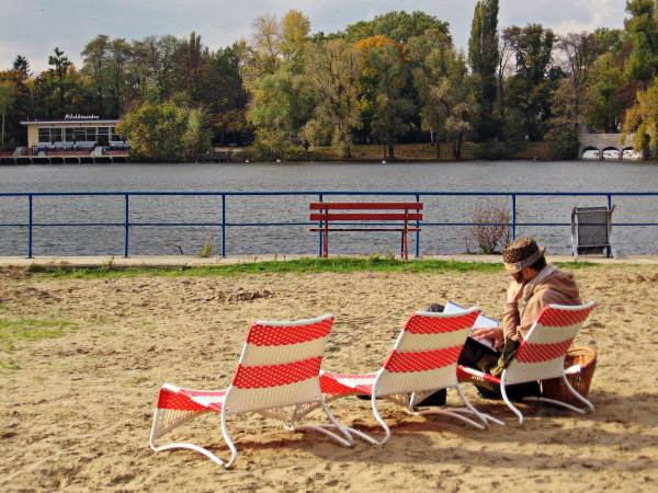 Spotted by Locals Berlin Deutschland Beach at Weißensee Städtereise Reisetipps Städtetipps